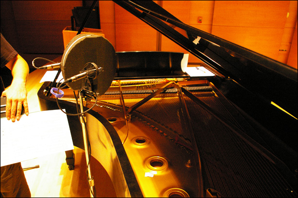Micing Distler Hall's Steinway with 2 Earthworks Mics and a Jecklin Disk
